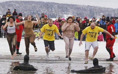 5 young adults plunge into the polar plunge event